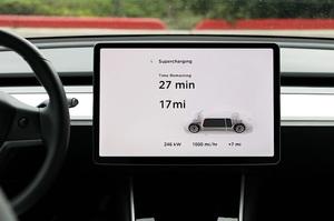 Нові зарядні станції Tesla зменшать час зарядки до 15 хвилин