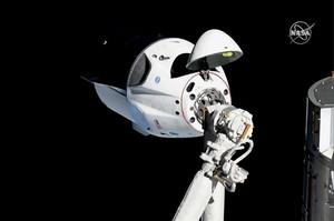 Приватний космічний корабель Dragon повернувся на Землю