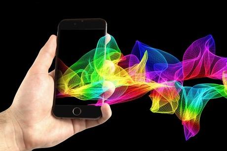 Игривые тарифы: как и за что АМКУ штрафует мобильных операторов