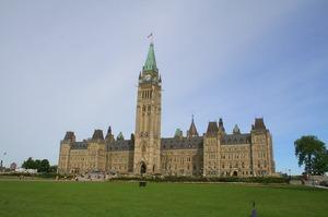 Канада виділить гроші на боротьбу з пропагандою під час виборів в Україні