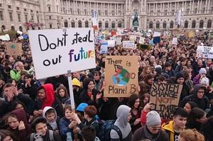 Сьогодні по всьому світу школярі проводять «П'ятниця заради майбутнього»