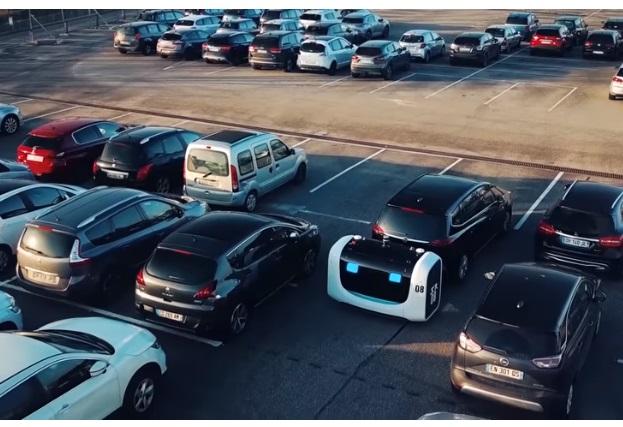 У французькому аеропорту роботи займуться паркуванням автомобілів (ВІДЕО)
