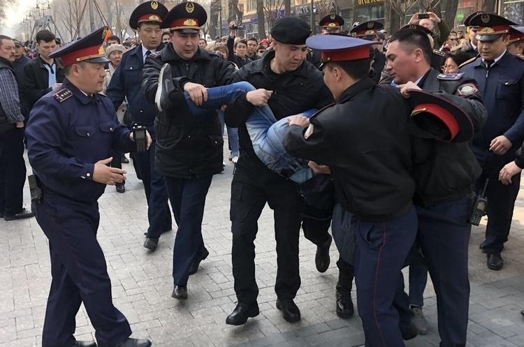 У Казахстані проходять протести проти влади, затримано десятки протестувальників