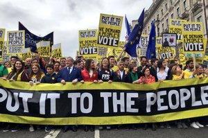 Тисячі британців вийшли на протест проти Brexit
