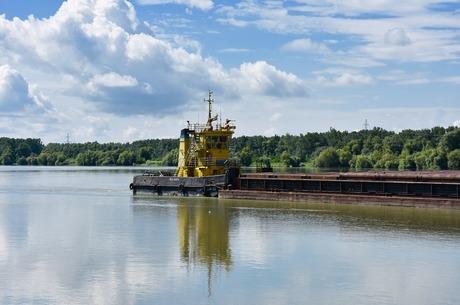 Проти течії: чому занепав річковий транспорт в Україні
