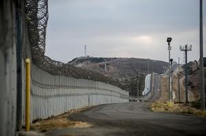 Пентагон виділив Трампу $1 млрд на будівництво стіни на кордоні з Мексикою