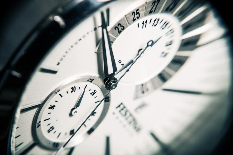 Завтра вночі Україна перейде на літній час: як переводити годинник