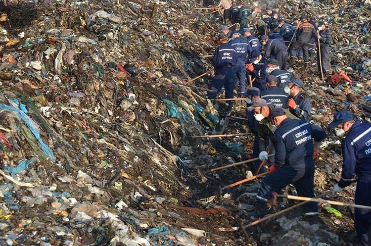 Смертельне звалище: хто і як заробляє на львівському смітті