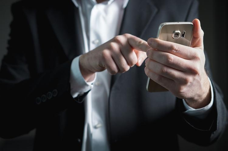 Явки, паролі, адреси: що можуть знайти силовики у смартфоні