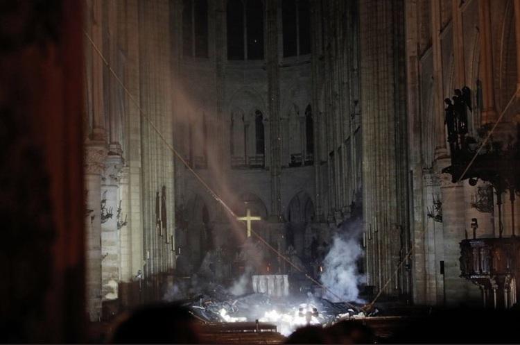 Пожежу в соборі Паризької Богоматері погасили: найгіршого вдалося уникнути