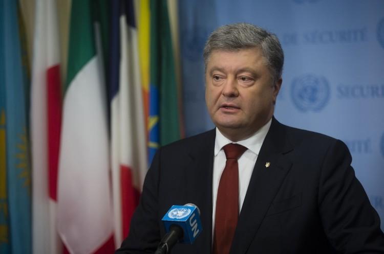 Повернення ПриватБанку Коломойському загрожує Україні дефолтом – Порошенко