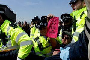 «Бунт проти вимирання»: в Лондоні затримано понад 700 учасників екологічних протестів