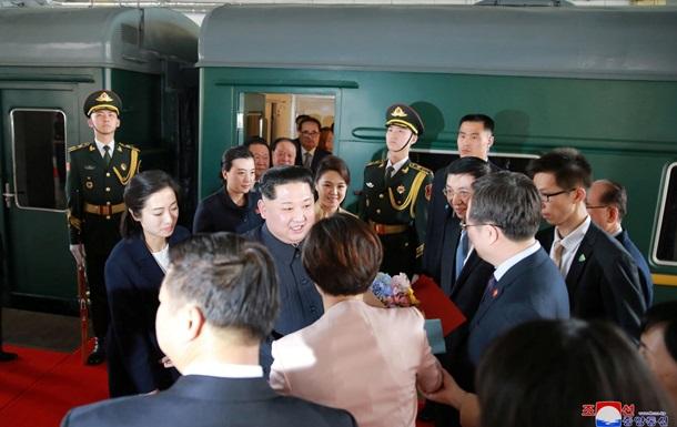 Кім Чен Ин їде на зустріч з Путіним: у Владивосток літаком привезли лімузин глави КНДР