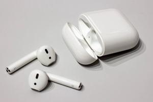 Apple цього року випустить ще одні оновлені навушники AirPods