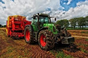 «Пахати й пахати»: чому українські аграрії обирають імпортну техніку