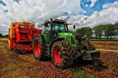 «Пахать и пахать»: почему украинские аграрии выбирают импортную технику