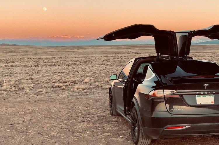 Маск пообіцяв, що Tesla почне пропонувати автівки без керма за 2 роки