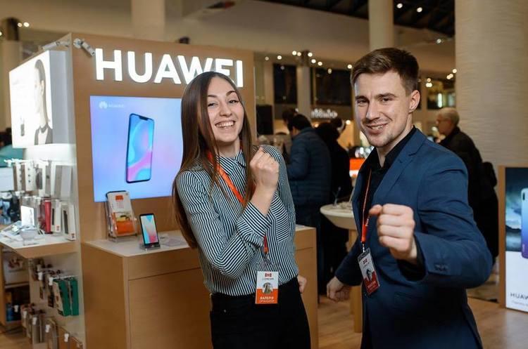 IDC: продажі телефонів Huawei стрімко зростають, а в Apple і Samsung – падають
