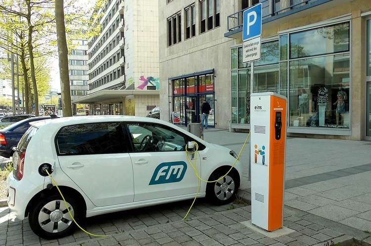 Тільки електрокари: Амстердам заборонить з 2030 року дизельні й бензинові двигуни