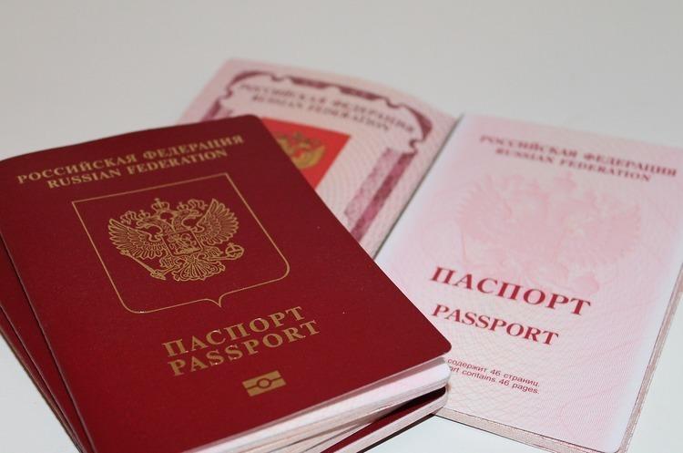 Після отримання російського паспорту жителів ОРДЛО позбавлятимуть соцвиплат та пенсій в Україні