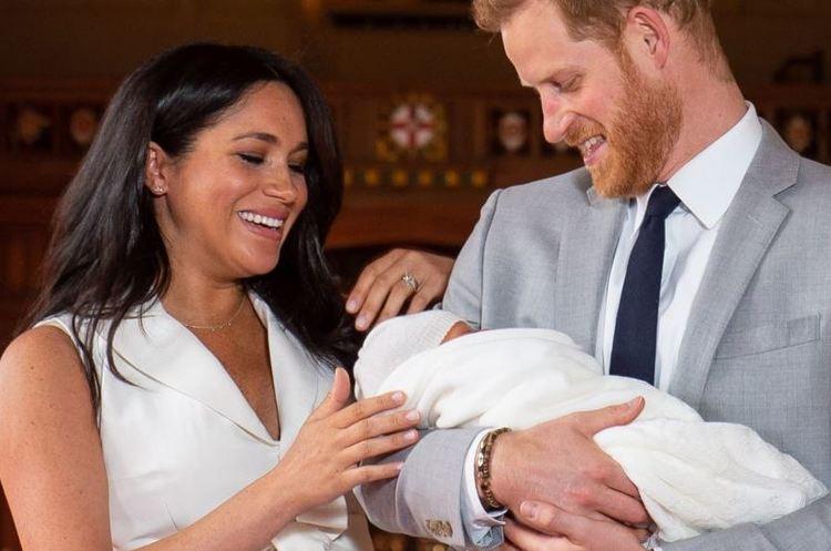 Ведучого радіо BBC звільнили за скандальний твіт про королівське немовля