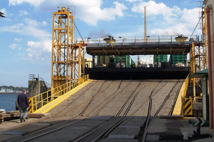 Морпорт «Чорноморськ» розпочав обслуговування накатних вантажів оператора EML