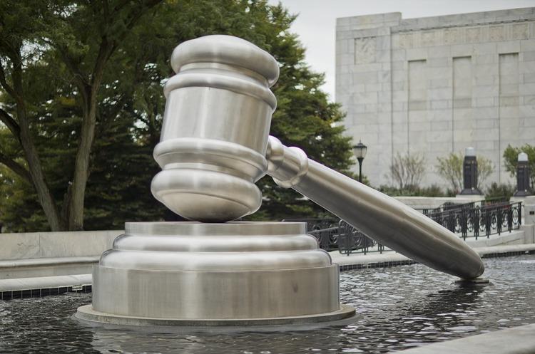 Буква на мільйон: чому не варто поспіхом звинувачувати юристів у казуїстиці