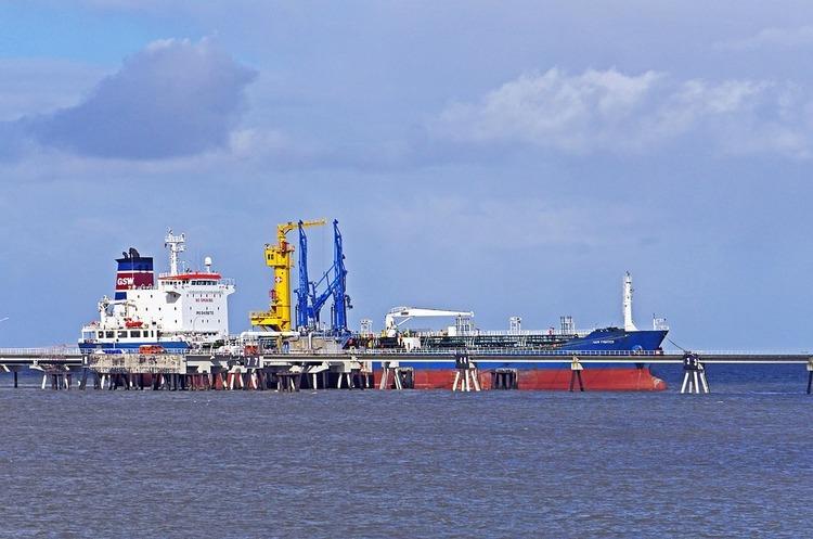 Світові трейдери не можуть позбавитися російської брудної нафти – Reuters