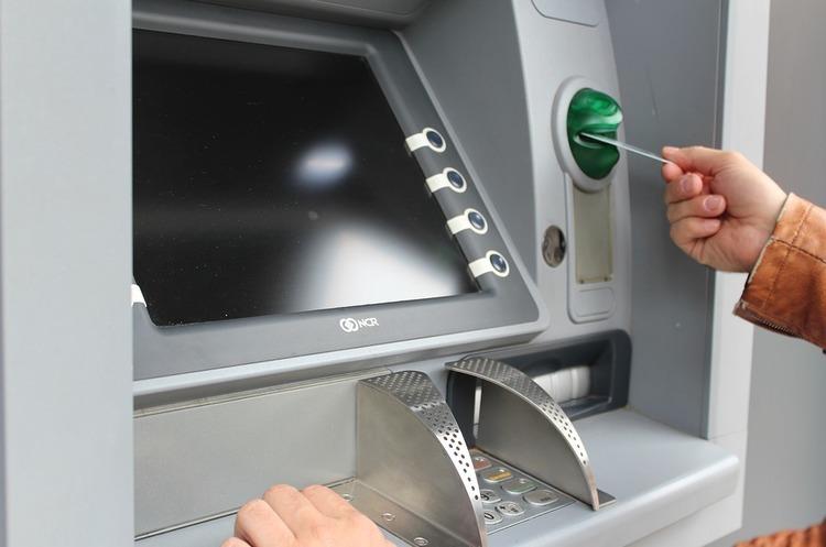 Через помилку в налаштуваннях банкоматів зловмисники в РФ вивели 9 млн рублів