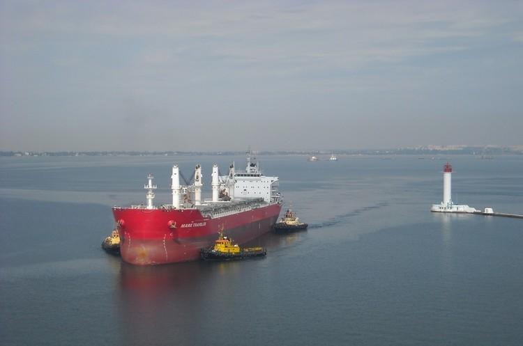 Морські порти України з початку року збільшили перевалку вантажів на 12%
