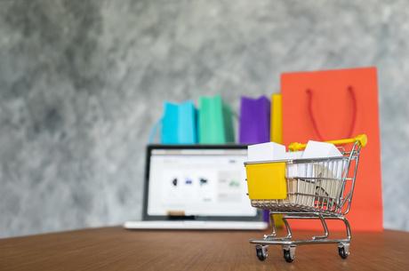 Без ціни винувата я: чому продавці не пишуть вартість товарів у соцмережах