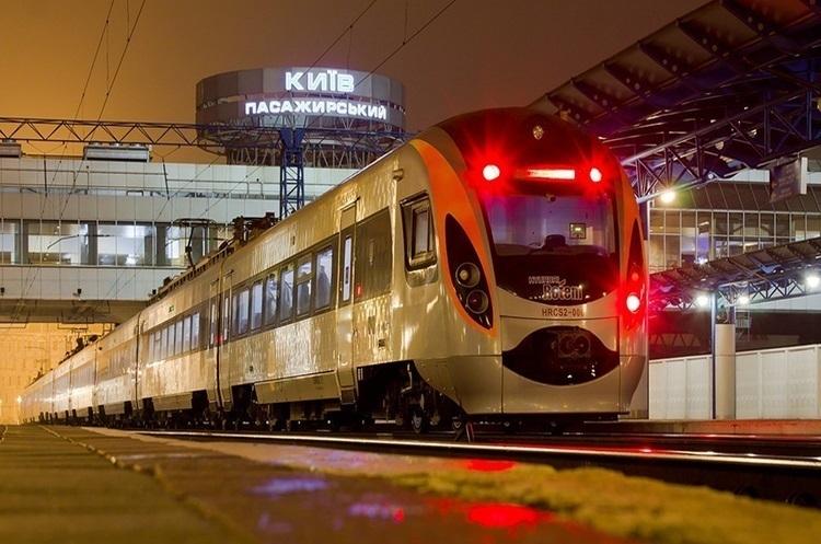 Відсьогодні «Укрзалізниця» запустила он-лайн продаж квитків на всі потяги до Польщі