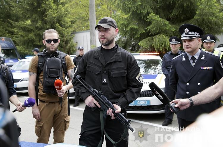Українські поліцейські отримають нову зброю – пістолети-кулемети МР5 (ФОТО)