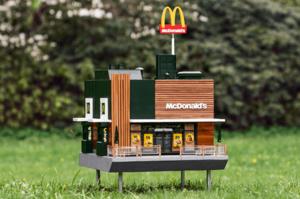 McDonald's відкрила свій «найменший ресторан» для бджіл (ВІДЕО)