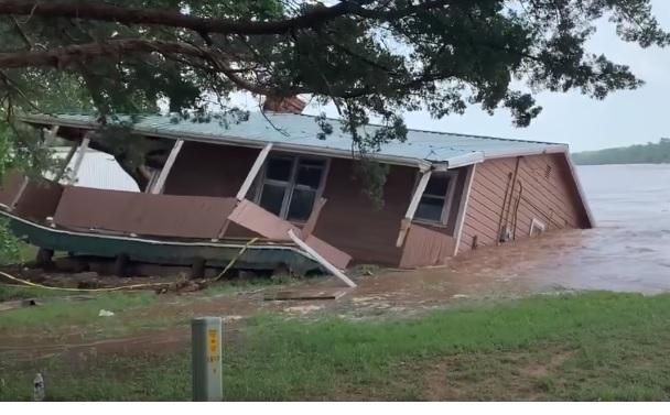 На центральні штати США обрушились торнадо і повені, є загиблі (ФОТО, ВІДЕО)