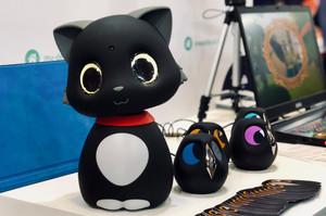 В Китаї розробили штучного робота-кота, який реагує на дотики