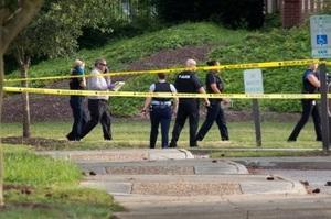 У США держслужбовець розстріляв 12 людей у муніципальному центрі