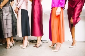 Міністерство праці Японії: жінка на роботі повинна носити високі підбори