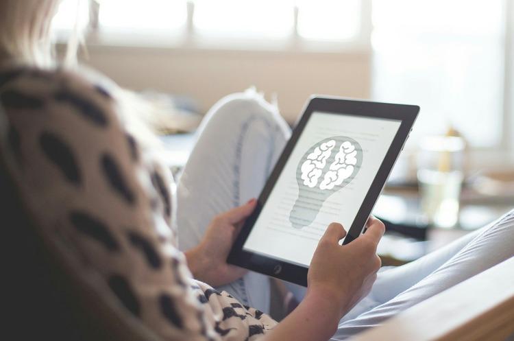 Кружево импульсов: как нейротехнологии проникают в корпоративный мир