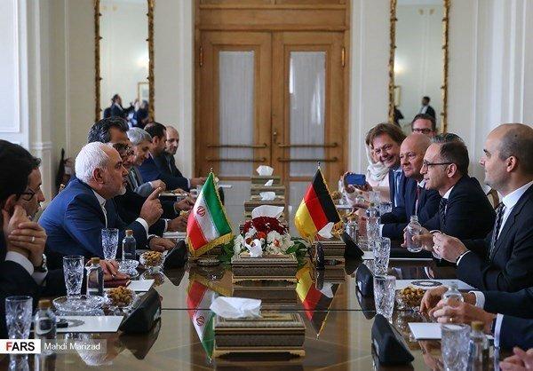 МЗС Ірану закликало усі країні відмовитись від долара