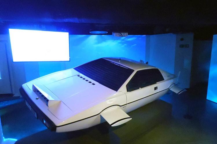 Маск розповів про створення підводного авто, як у фільмі про Бонда