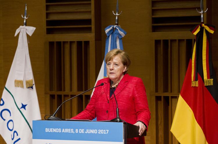 Меркель та Зеленський вперше зустрінуться 18 червня