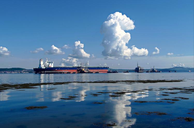 На два нафтових танкери було здійснено напад в Оманській затоці