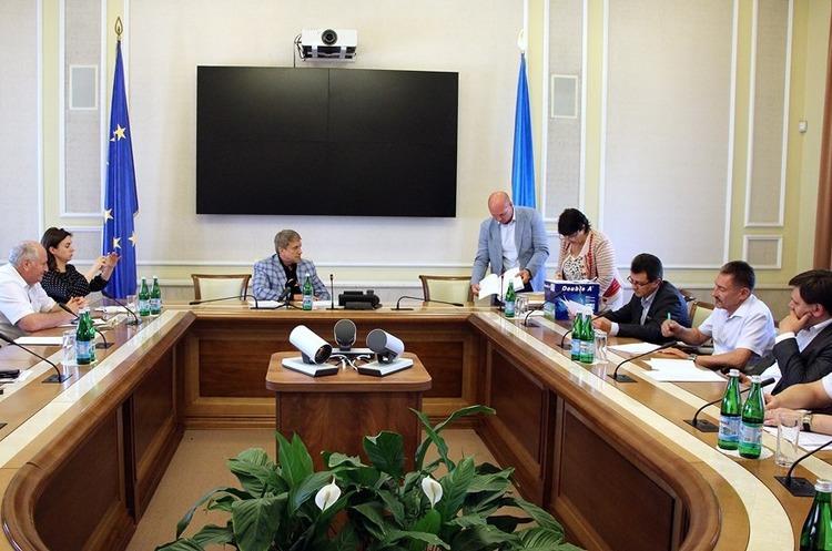 Міжвідомча комісія розкрила пропозиції на участь у конкурсі на розробку вуглеводневої ділянки «Дельфін»