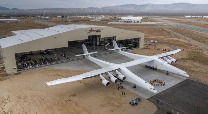 Літак з найбільшим у світі розмахом крил виставляють на продаж за $400 млн