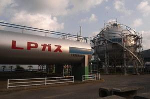 Китай продовжує купувати іранський зріджений газ попри санкції США