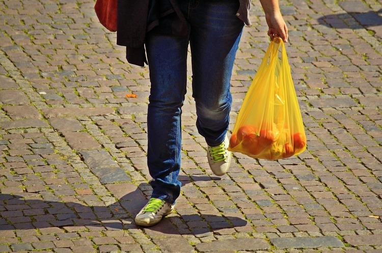 Швеція впроваджує податок на пластикові пакети