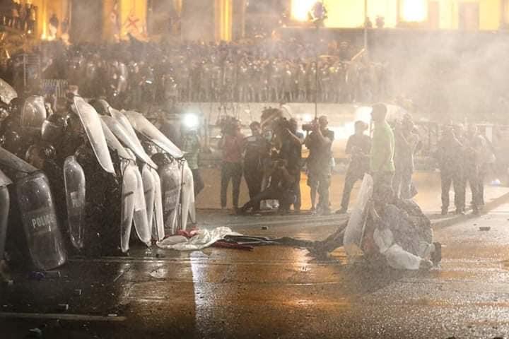 Опозиція анонсувала нові протести в Грузії