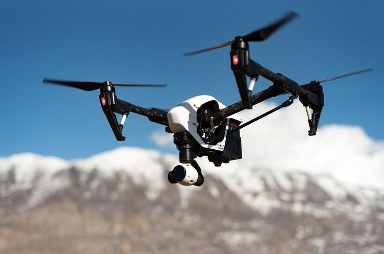 Amazon запатентувала систему стеження за допомогою дронів доставки
