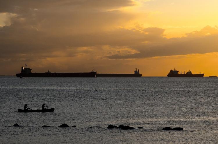 Китай відмовився купувати брудну російську нафту і відправив танкери назад в Європу